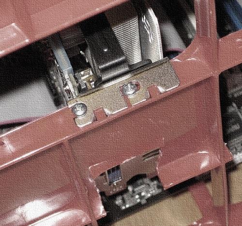 atornillar gpu a la caja del rig de mineria